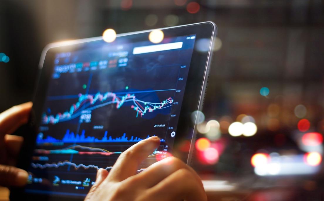 Analytici z Wall Street odporúčajú: Investujte do akcií týchto spoločností